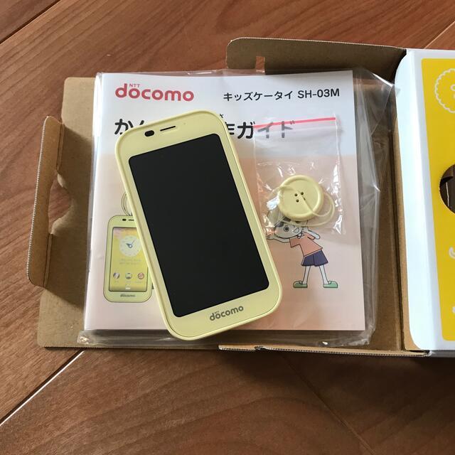 NTTdocomo(エヌティティドコモ)の⭐︎ ドコモ キッズケータイ SH-03M イエロー ⭐︎ 新品 スマホ/家電/カメラのスマートフォン/携帯電話(携帯電話本体)の商品写真