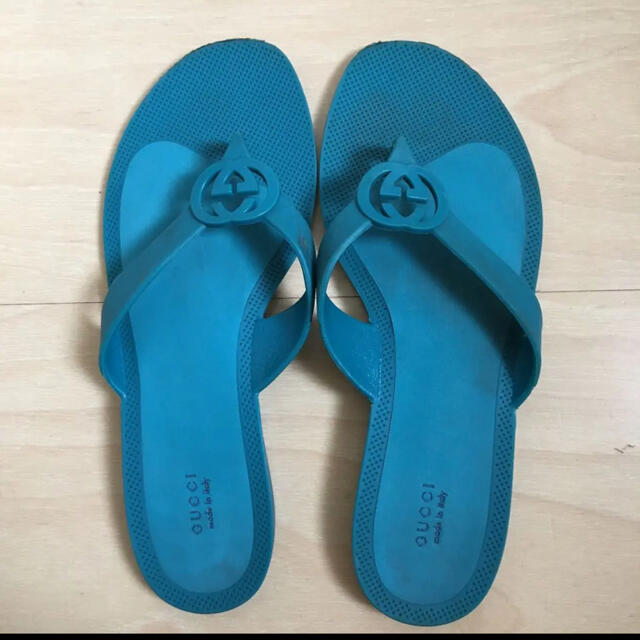 Gucci(グッチ)の正規品 GUCCI ロゴ ビーサン 23.5 レディースの靴/シューズ(ビーチサンダル)の商品写真
