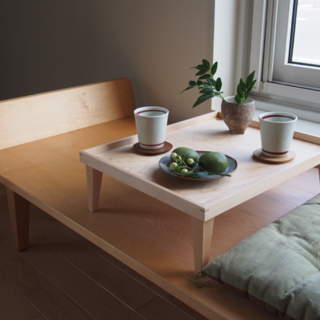床に近い暮らしに、居場所を作る小さなテーブルを(ローテーブル)