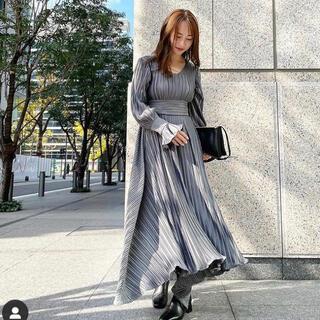Ameri VINTAGE - 新品 MIELI INVARIANT プリーツドレス マキシワンピース マキシ丈