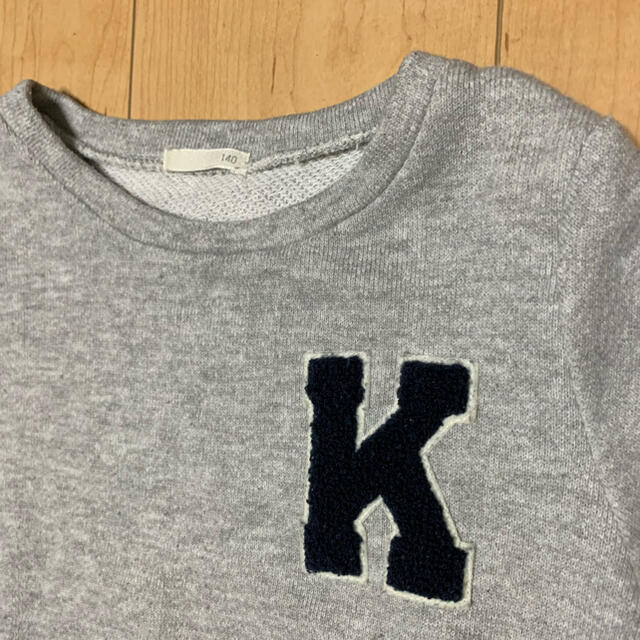 GU(ジーユー)のトレーナー 女の子 140 キッズ/ベビー/マタニティのキッズ服女の子用(90cm~)(Tシャツ/カットソー)の商品写真