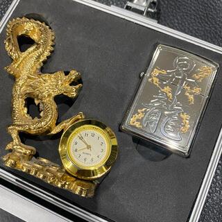 ジッポー(ZIPPO)の【ZIPPO】昇龍文字入りジッポー 限定品 金 黄金 龍の置き時計 ケース付き(タバコグッズ)