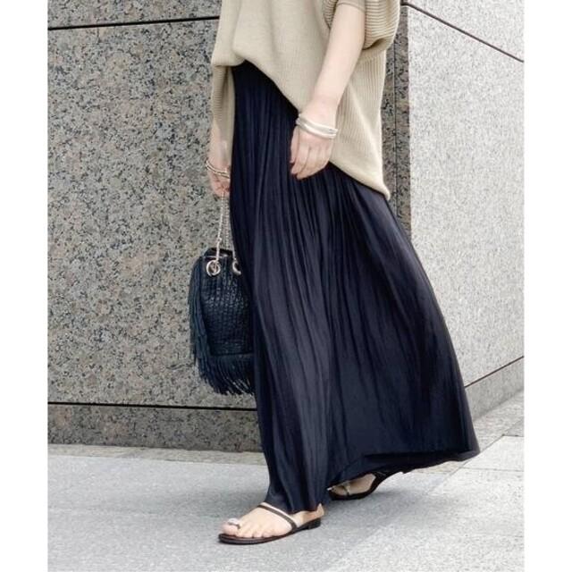L'Appartement DEUXIEME CLASSE(アパルトモンドゥーズィエムクラス)のAP STUDIO サテンギャザースカート ブラック レディースのスカート(ロングスカート)の商品写真