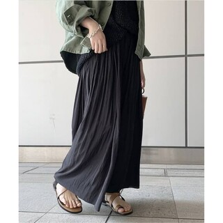 アパルトモンドゥーズィエムクラス(L'Appartement DEUXIEME CLASSE)のAP STUDIO サテンギャザースカート ブラック(ロングスカート)