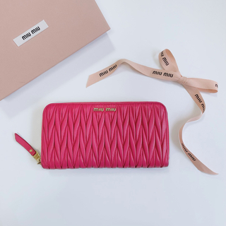 miumiu - 《美品》miumiu マトラッセ 長財布 ピンク