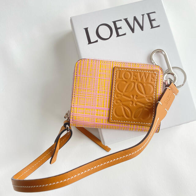 LOEWE(ロエベ)のラスト1【新品】LOEWE アナグラム カード/コインケース ストラップ付き レディースのファッション小物(コインケース)の商品写真