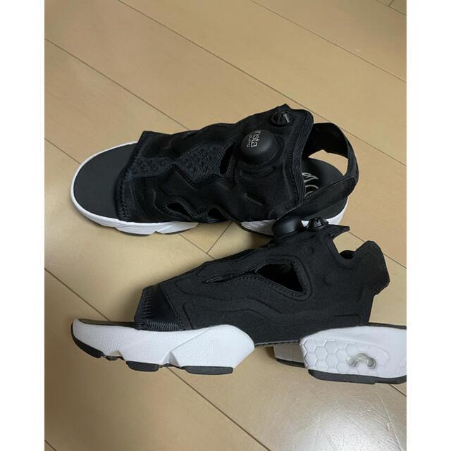 Reebok(リーボック)のリーボック インスタポンプフューリー サンダル ブラック レディースの靴/シューズ(サンダル)の商品写真