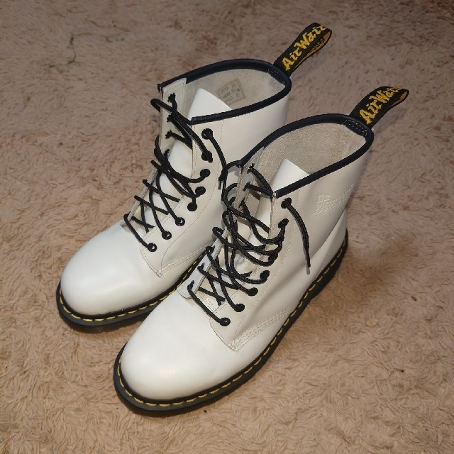 Dr.Martens(ドクターマーチン)のDr.Martens 8ホール 白 UK9(28cm)ドクターマーチン メンズの靴/シューズ(ブーツ)の商品写真