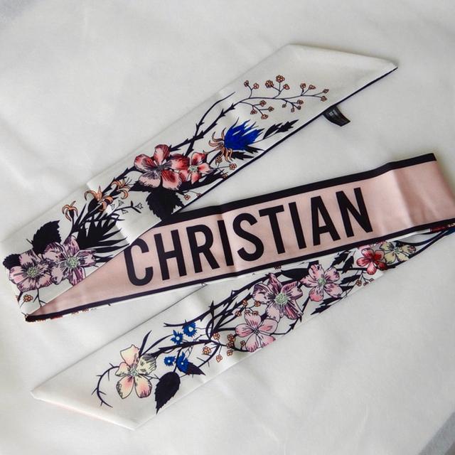 未使用 新品 ツイリー スカーフ バッグチャーム シグネチャー ロゴ お洒落 レディースのファッション小物(バンダナ/スカーフ)の商品写真