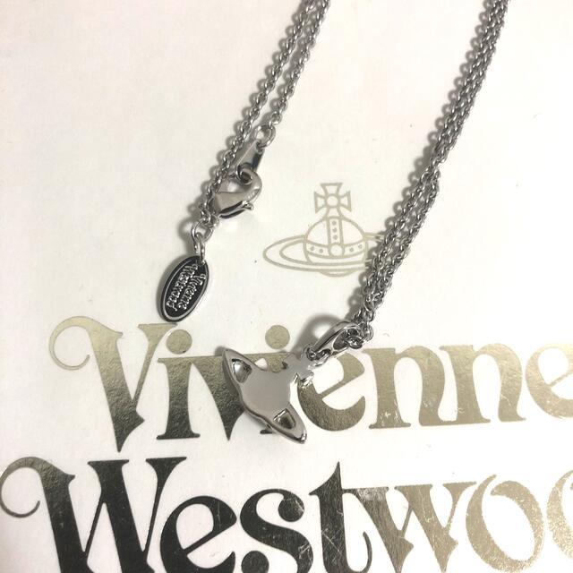 Vivienne Westwood(ヴィヴィアンウエストウッド)のヴィヴィアンウエストウッド プチオーブ ネックレス シルバー レディースのアクセサリー(ネックレス)の商品写真