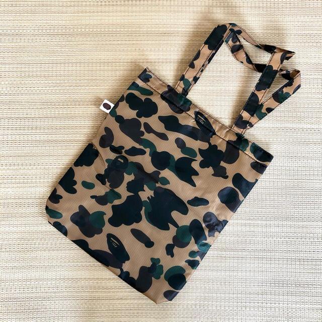 A BATHING APE(アベイシングエイプ)のBAPE(R) CAMO シャーク クッショントート メンズのバッグ(トートバッグ)の商品写真