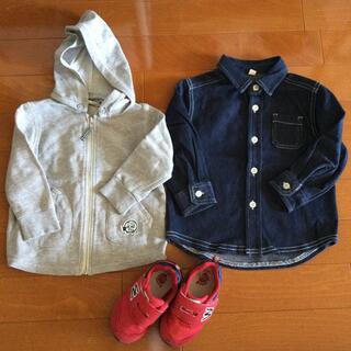 ニシマツヤ(西松屋)の長袖シャツ、パーカー、スニーカー 3点セット(スニーカー)