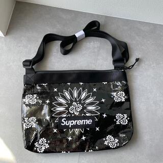 シュプリーム(Supreme)のSupreme Bandana Tarp Side Bag シュプリーム 鞄 黒(ショルダーバッグ)