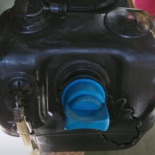 ミツビシ(三菱)の三菱ふそうブルーテックキャンター アドブルータンク (トラック・バス用品)