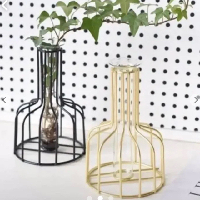 【少量入荷♡】ブラック ワイヤーフラワーベース 花瓶 韓国 フレーム  韓国 インテリア/住まい/日用品のインテリア小物(花瓶)の商品写真