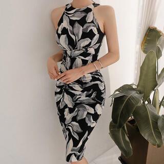 リーフ柄のドレス(ミディアムドレス)