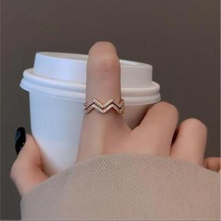 SALE中!ウェーブリング ゴールド フリーサイズ 韓国ファッション(リング(指輪))