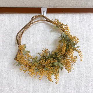 イデー(IDEE)のミモザ リース 三日月 ハンドメイド インテリア 結婚式 プレゼント(ドライフラワー)