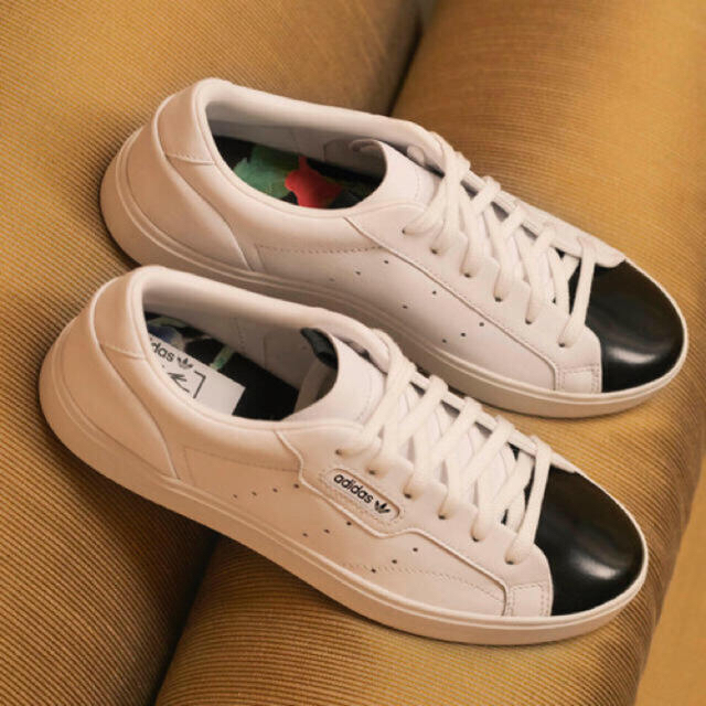 adidas(アディダス)のadidas スリークスニーカー 完売 値下げ不可 originals 24㎝ レディースの靴/シューズ(スニーカー)の商品写真