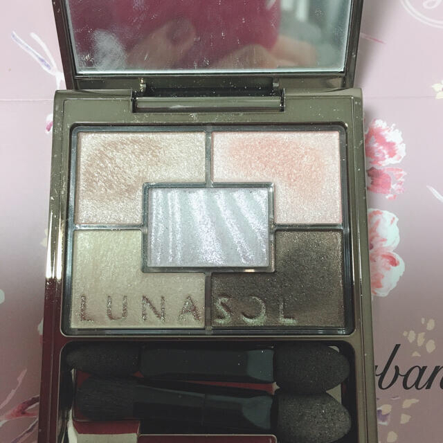 LUNASOL(ルナソル)のルナソル オーロライズアイズ 02 コスメ/美容のベースメイク/化粧品(アイシャドウ)の商品写真