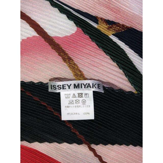 ISSEY MIYAKE(イッセイミヤケ)の美品 ISSEY MIYAKE 2019SS マルチカラー スカーフ レディースのファッション小物(バンダナ/スカーフ)の商品写真