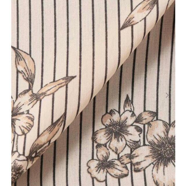 IENA(イエナ)のIENA ストライプ フラワープリントシャツブラウス レディースのトップス(シャツ/ブラウス(半袖/袖なし))の商品写真