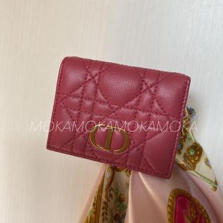 Christian Dior - [日本限定] DIOR CARO コンパクト ウォレット ストロベリーピンク