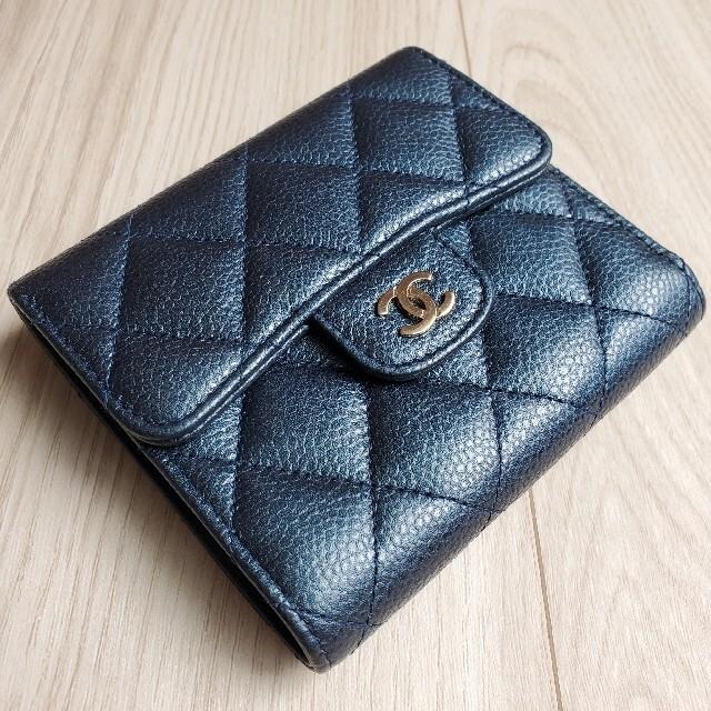CHANEL(シャネル)のシャネル クラシック スモール フラップ ウォレット 折り財布 マトラッセ 新同 レディースのファッション小物(財布)の商品写真