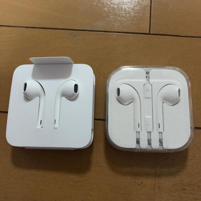 Apple(アップル)のi phoneイヤホン スマホ/家電/カメラのオーディオ機器(ヘッドフォン/イヤフォン)の商品写真