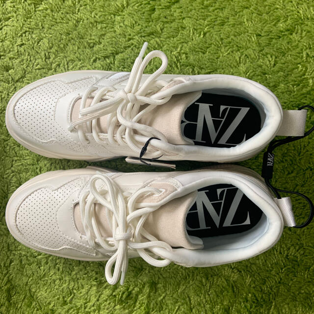 ZARA(ザラ)の【新品/未着用】ZARA コントラストプラットフォームスニーカー ダッドシューズ レディースの靴/シューズ(スニーカー)の商品写真
