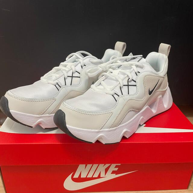 NIKE(ナイキ)の新品 NIKE ウィメンズ RYZ 365  サミットホワイト 24.5 レディースの靴/シューズ(スニーカー)の商品写真