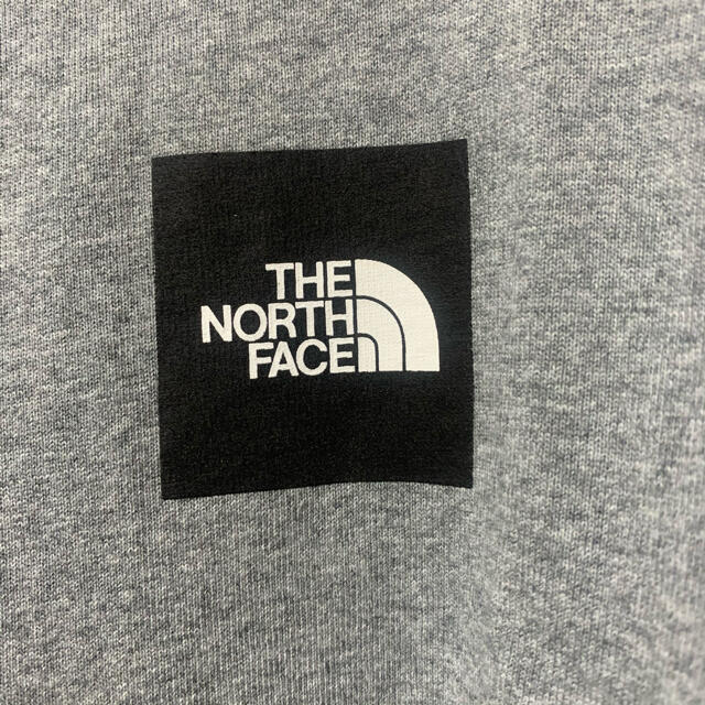 THE NORTH FACE(ザノースフェイス)の【THE NORTH FACE】直営店限定 スクエアロゴ グレーパーカー メンズのトップス(パーカー)の商品写真