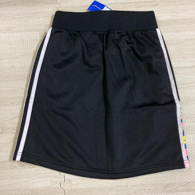 adidas(アディダス)の新品 アディダスオリジナルス レディース 柄ミニスカート Sサイズ ブラック 黒 レディースのスカート(ミニスカート)の商品写真