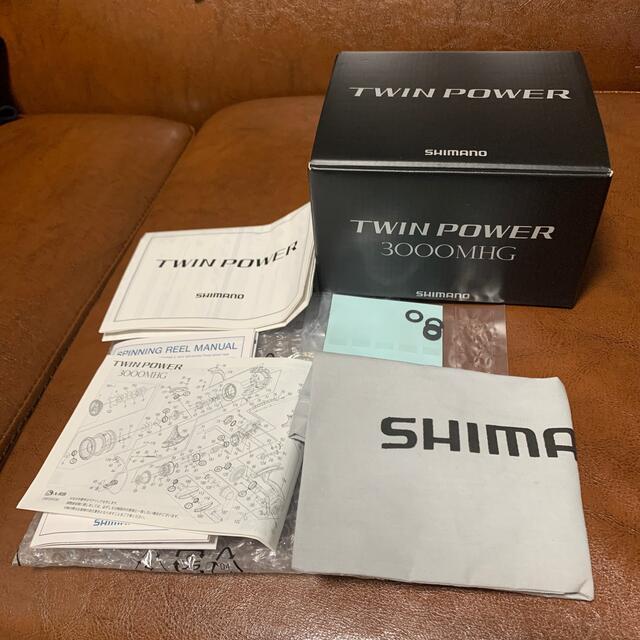 SHIMANO(シマノ)のSHIMANO TWIN POWER 3000MHG ツインパワー スポーツ/アウトドアのフィッシング(リール)の商品写真