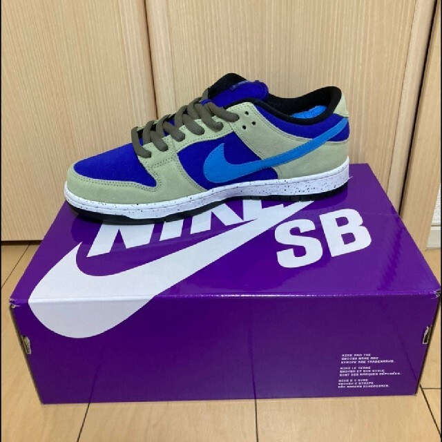NIKE(ナイキ)のdunk low sb celadon ダンク セラドン メンズの靴/シューズ(スニーカー)の商品写真