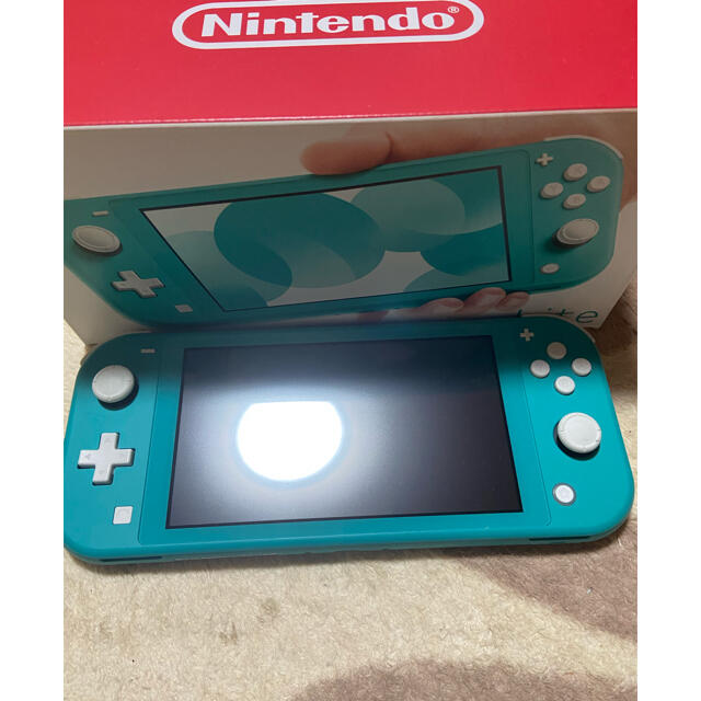 Nintendo Switch(ニンテンドースイッチ)のSwitch light ターコイズ 充電器付 即買い可能 エンタメ/ホビーのゲームソフト/ゲーム機本体(携帯用ゲーム機本体)の商品写真