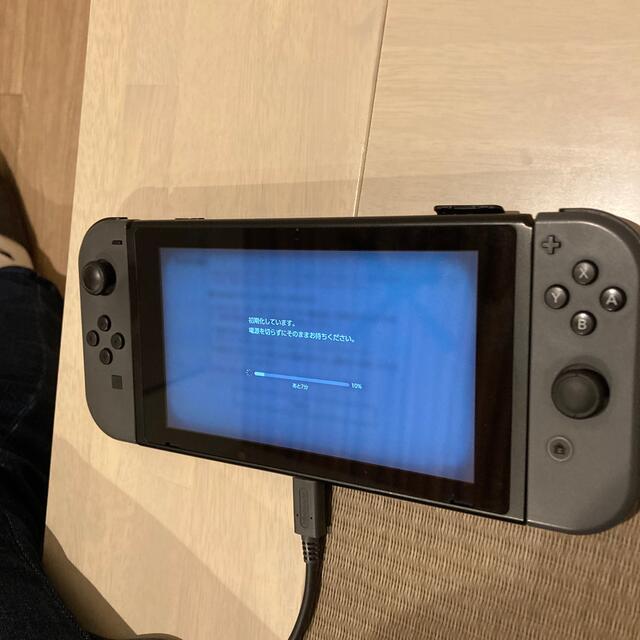Nintendo Switch(ニンテンドースイッチ)の任天堂 Switch 中古 2019年12月 エンタメ/ホビーのゲームソフト/ゲーム機本体(家庭用ゲーム機本体)の商品写真