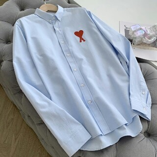 アミウ(AMIW)の*AMI*ハートロゴ刺繍入りボダンダウンシャツ スカイブルー(シャツ)