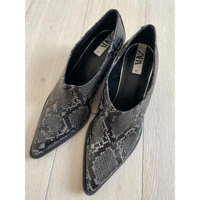 ZARA(ザラ)のZARA パイソン柄ショートブーツ レディースの靴/シューズ(ハイヒール/パンプス)の商品写真
