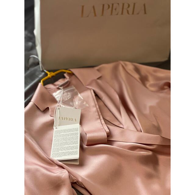 LA PERLA(ラペルラ)の送料込み/最終お値下げ/LAPERLA パウダーピンク シルクショートローブ レディースのルームウェア/パジャマ(ルームウェア)の商品写真