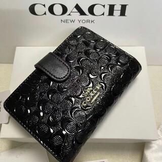 コーチ(COACH)のコーチ COACH凹凸の人気の黒シグネチャー パテント レザーが光沢の折財布(その他)