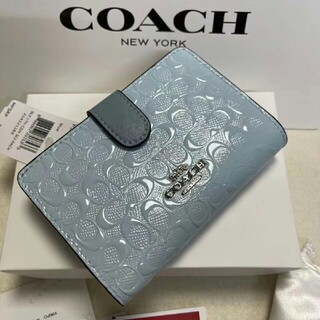 コーチ(COACH)のコーチ COACH凹凸のスカイブルーシグネチャー パテント レザーが光沢の折財布(その他)