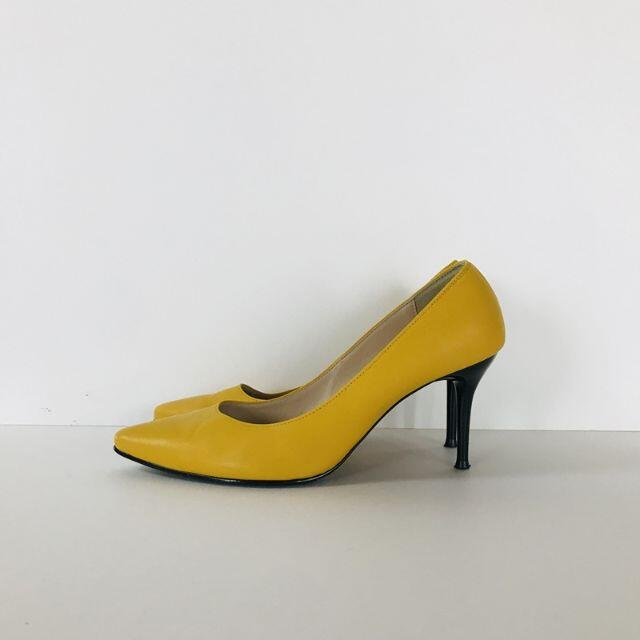 ELIZABETH エリザベス パンプス ピンヒール イエロー レディースの靴/シューズ(ハイヒール/パンプス)の商品写真