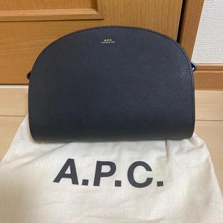 アーペーセー(A.P.C)のA.P.C ハーフムーンショルダーバック(ショルダーバッグ)