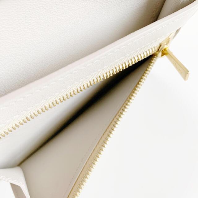 celine(セリーヌ)の【新品未使用】celine セリーヌ ストラップ二つ折り財布 レディースのファッション小物(財布)の商品写真