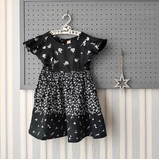 petit main - プティマイン 花柄フレアワンピース 黒 100