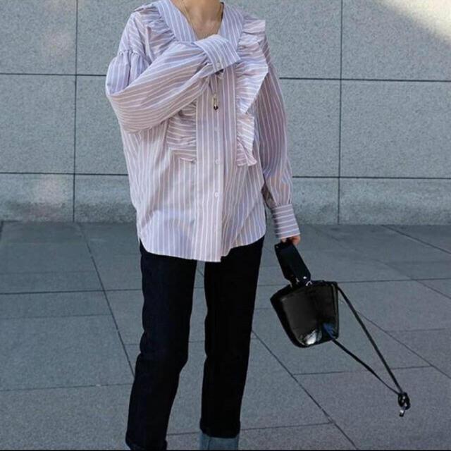 TOMORROWLAND(トゥモローランド)の値下げ!machattマチャット ラッフルストライプブラウスyoriマイクロ レディースのトップス(シャツ/ブラウス(長袖/七分))の商品写真