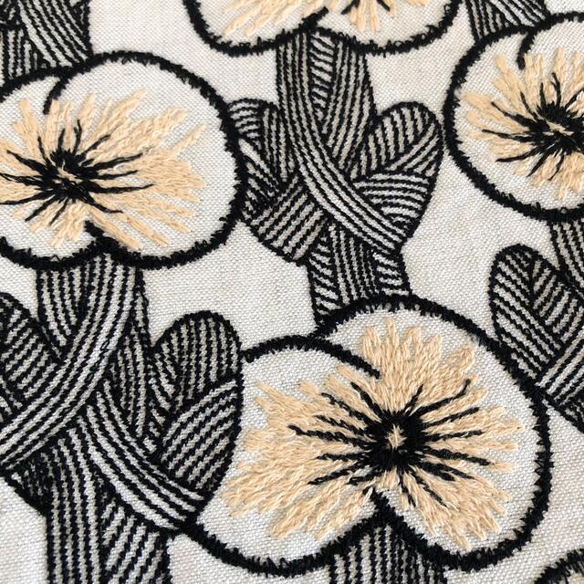 mina perhonen(ミナペルホネン)のミナペルホネン エッグバッグ hanakaze 花風 ライトグレー レディースのバッグ(ハンドバッグ)の商品写真