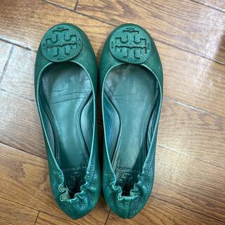 トリーバーチ(Tory Burch)のトリーバーチフラットシューズ 濃いグリーン 9M(ローファー/革靴)
