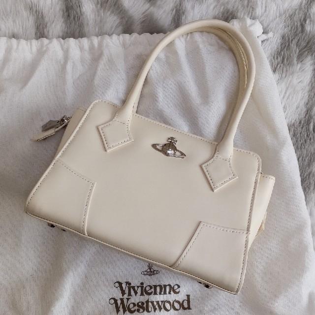 Vivienne Westwood(ヴィヴィアンウエストウッド)のヴィヴィアンウエストウッド  プレーンバッグ(アイボリー) レディースのバッグ(ハンドバッグ)の商品写真